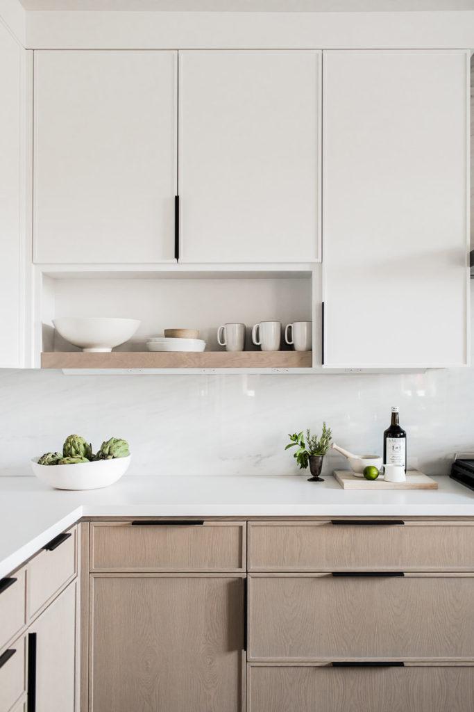 cozinha planejada com marcenaria branca